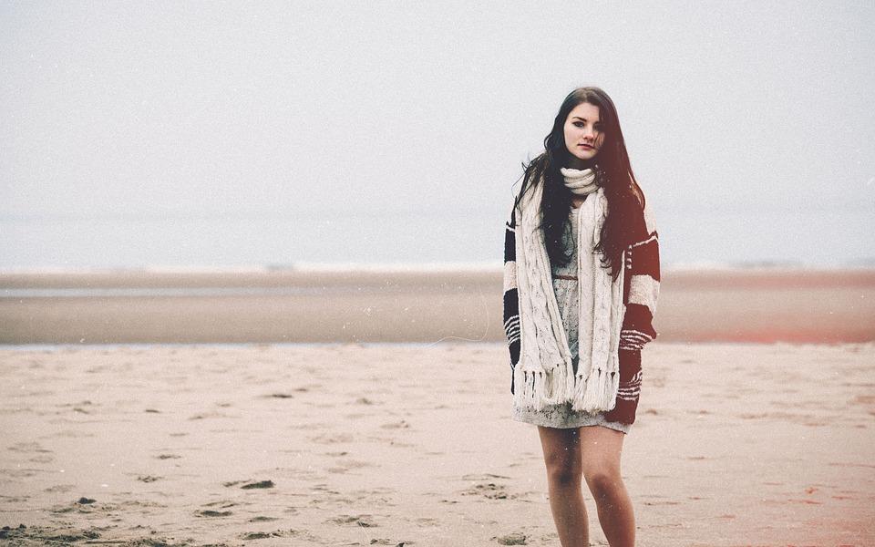 От модния подиум: Роклята не е табу през зимата!